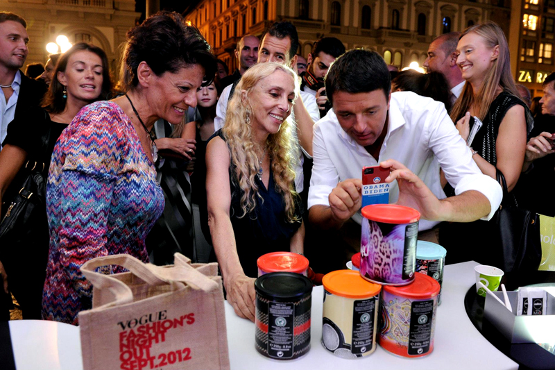 NMK con Lavazza al Vogue Fashion Night Out 2012 per la vendita della Limited Edition Lavazza ¡Tierra! per l'Africa